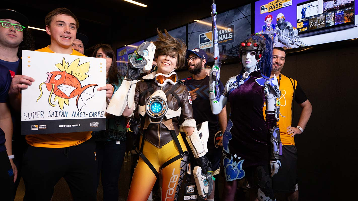 1422-cosplay-tracer-mercy.jpg
